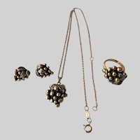 """Sarah Coventry """"Vintage"""" 1973 Necklace, Ring, Post Earrings"""