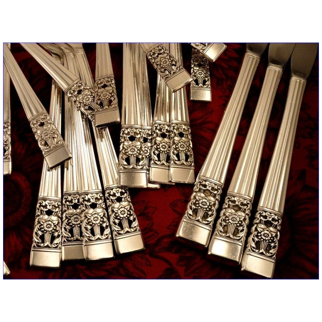Oneida COMMUNITY CORONATION  2 Grille Style Dinner Knives 8 1//2             /'