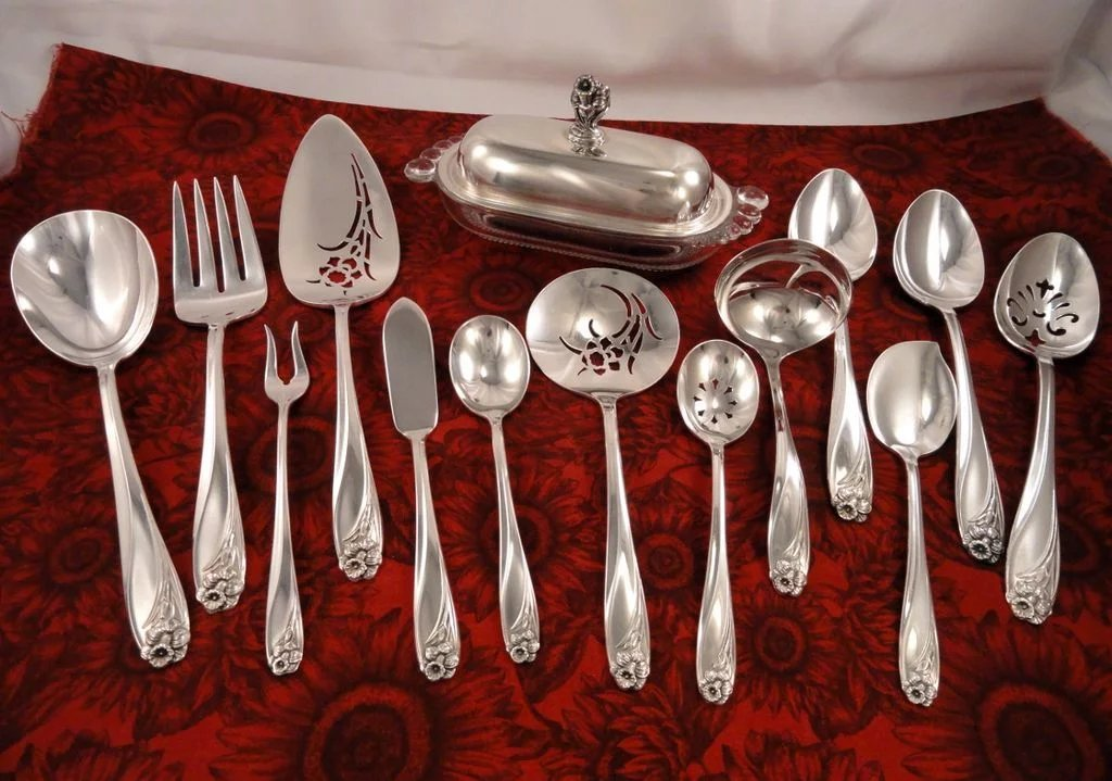 1847 rogers daffodil silverware set vintage 1950 silver plate flatware fireside treasures. Black Bedroom Furniture Sets. Home Design Ideas
