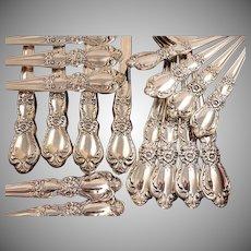 1847 Rogers HERITAGE Vintage 1953 Silver Plate Floral Flatware Silverware Set You Choose Grille Viande Dinner Service for 4, 8, 12 or 16