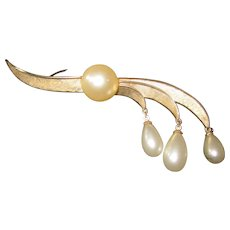 Vintage Faux or simulated pearl Organic formTrifari Brooch