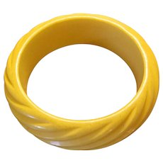 Vintage Buttery Yellow Deeply Carved Bakelite Bangle Bracelet-Tested Bakelite