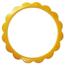 True Vintage Early Plastic Scalloped Butterscotch Yellow Bakelite Daisy Spacer 1/4 Inch Bangle Bracelet