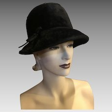 Vintage Mod 1960s Peck and Peck Black Fur Bucket Deep Cloche Hat