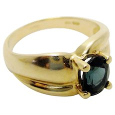 Vintage 14K Yellow Gold and Blue Sapphire Solitatire Ring Prong-Set Faceted Stone in Stunning Classic 1980s Style