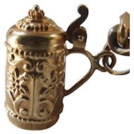 Vintage 18k Gold Beer Stein Charm, opens!