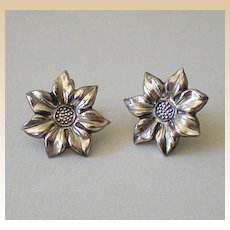 Lovely Pair of Vintage Sterling Silver Daisy Earrings