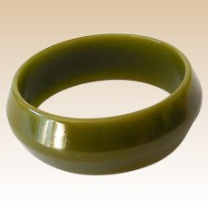 Wide 1930s Bakelite Bracelet Olive Green