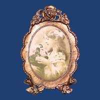 Oval Standing Vintage Picture Frame with Scalloped Border & Reticulated Roses