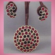 Beautiful Lisner Red & Black Rhinestone Brooch & Earrings