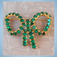 Vintage KRAMER Green Emerald Cut Rhinestone Bow Brooch Goldtone Setting