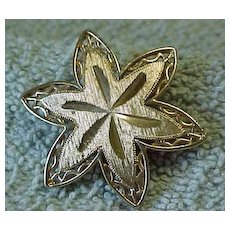Signed Sarah Coventry Six Pointed Gold Toned Star Clip
