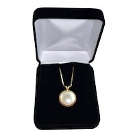Estate 14K Gold Cultured Saltwater Large Mabe Pearl Pendant With Gold Chain