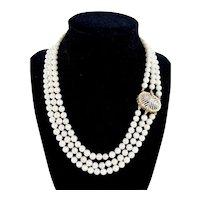 Elegant Multi-Strand 18K Gold Cultured Pearl Necklace Decorative Clasp