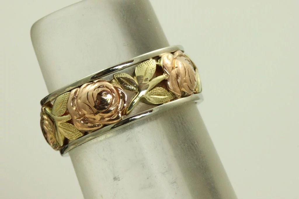 14k Jabel Tri Colored Roses And Leaf Detailed Band Emily