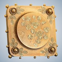 Early 20th Century 15 CT Gold Foliate Panel Brooch