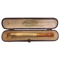 French 18 k yellow gold cigarette holder with Amber mouth piece
