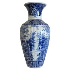 Japanese  blue and white Imari porcelain vase, early 20th century