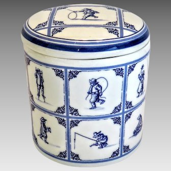 Delft blue porcelain tea caddy, hand painted and signed