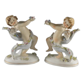 Lefton Pair of Cupids on Base with Flowers 8701