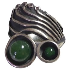 Modernist Sterling Silver & Green Stone Ring By Lee Barnes Peck - size 7