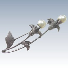 Vintage Silver Brooch With 2 Pearls - Botanical Flower Shape