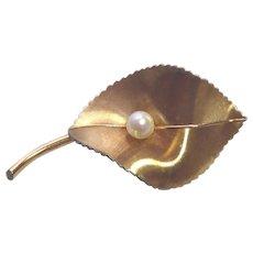 Elegant Vintage Signed Krementz Textured Leaf Brooch With Pearl