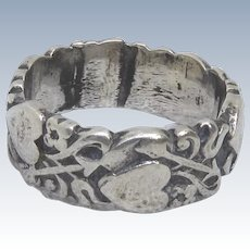 Beautiful Victorian Era Sterling Silver Band Ring With Hearts, Arrows & Flowers - Size 6.5