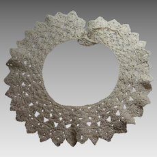 Vintage Crocheted Lace Collar - Offwhite Yarn