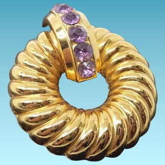 Elegant Signed Coro Vintage Golden Ribbed Wreath Brooch With Purple Crystal Banner