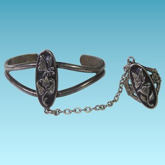 Vintage Signed G&S Slave Bracelet Ring With Butterfly and Flower