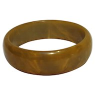 Bakelite bangle bracelet marbled pea green corn
