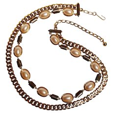 Monet necklace gold tone chain simulated pearl cabochon