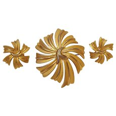 Trifari pin clip earrings ribbon motif brushed gold finish