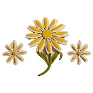 Coro enamel pin  clip earrings set yellow white daisy