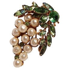 Bunch of grapes pin green rhinestone simulated pearl