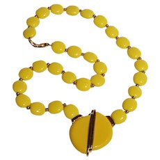 Napier Mod yellow lucite bead and pendant necklace