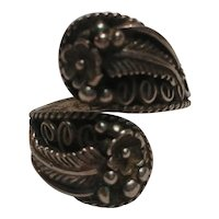 Elaine Yazzie Navajo sterling silver by pass ring blossoms feathers