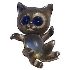 Trifari jumping cat pin jelly belly