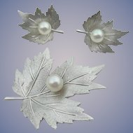 Mikimoto - Sterling Silver and Pearl - Maple Leaf Motif - Brooch and Earrings Set