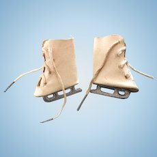 Vintage Madame Alexander Sonja Henie Babs & Mary Hoyer Doll Oilcloth Ice Skates
