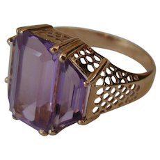 A Vintage 14K Gold and Amethyst Stones Ring