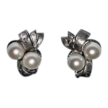 A Pair of 14kt White Gold and Pearls Earrings IPS Imperial Pearl Syndicate