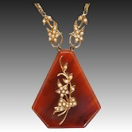 Unusual bakelite and faux pearl pendant necklace