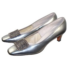 "Vintage 1960s ""Town & Country"" Silver Patent Leather Pilgrim Pumps 9N"