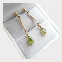 Lovely 9ct 9K Gold Edwardian Peridot Seed Pearl Dangle Earrings
