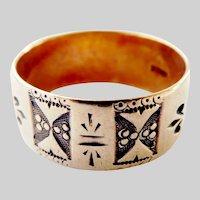 Lovely 10K Gold Engraved Antique JR Wood Band Ring