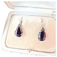 Pretty 9K Gold Vintage 7.00 ctw Garnet Dangle Earrings