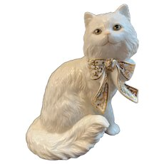 Lenox Cat Sitting Pretty Kitty with Gold Decorated Bow Porcelain