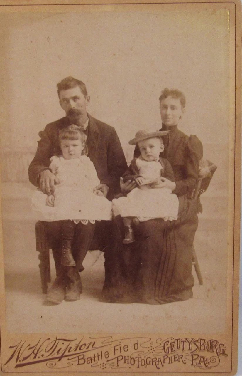 W H Tipton Gettysburg Pa Cabinet Photo Card Of Family